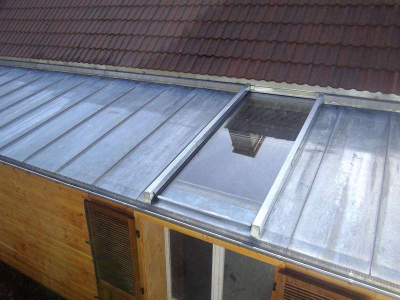 Verrière sur toit en joint debout.