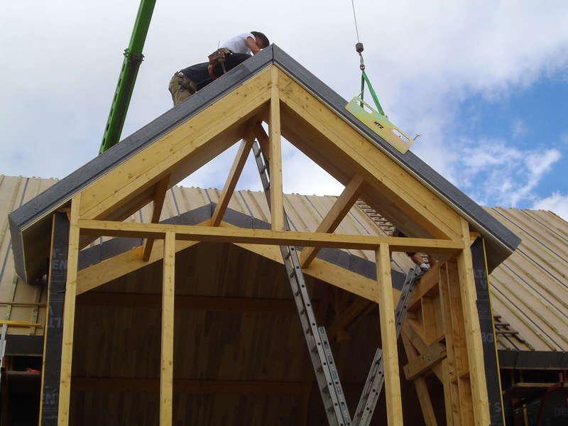 Pose de panneau de toiture Quickciel avec isolant en polystyrène.