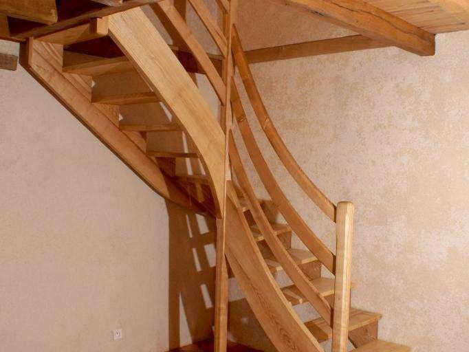 Escalier en Frêne huilé Dans maison ancienne en éco-construction