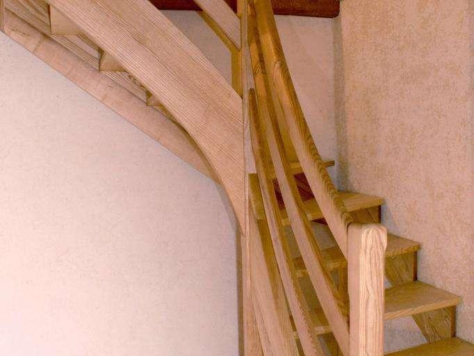 Escalier en Frêne huilé Marches à l'anglaise coté mur pour suivre l'isolation chaux chanvre
