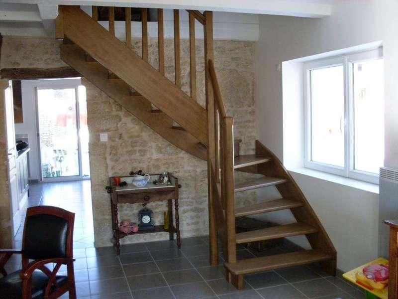 Escalier en Hêtre, huilé pigmentée Qui s'adapte à la fenêtre existante