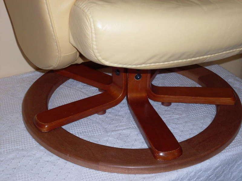 Renforcement des pieds d'un fauteuil en cuir Fabrication d'un anneau en bois et vissé aux branches du pied