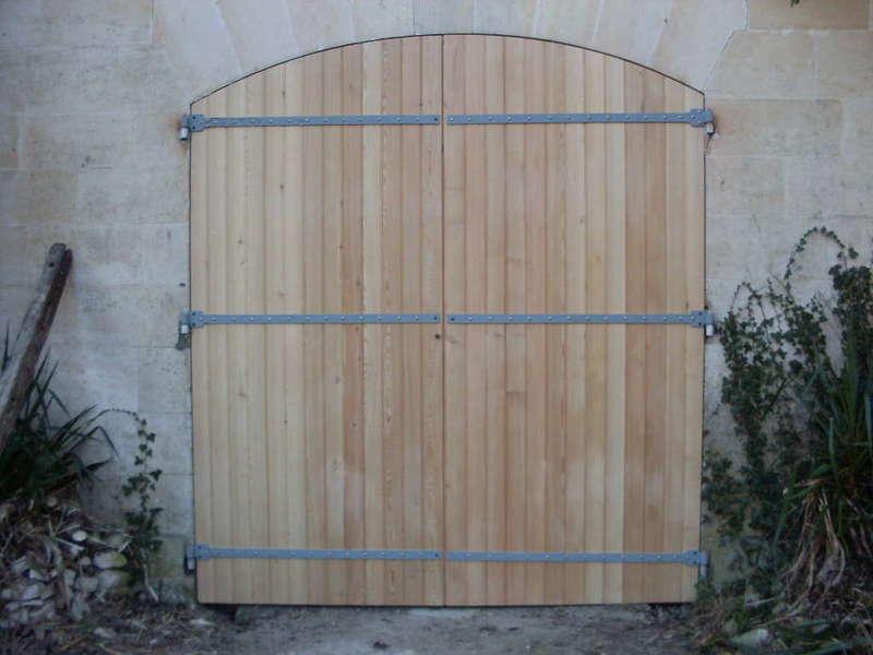 Porte de grange refabriquée à l'identique Gonds et pentures réutilisées
