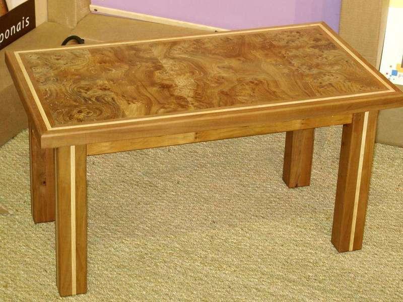 Table de salon 100% massif, orme, cerisier,frêne Plateau en loupe d'orme. Bois fourni par le client