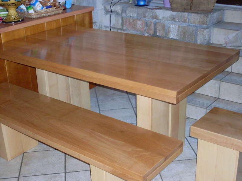Tables et bancs en hêtre 100% massif Plateaux en hêtre naturel, socles en hêtre blanc