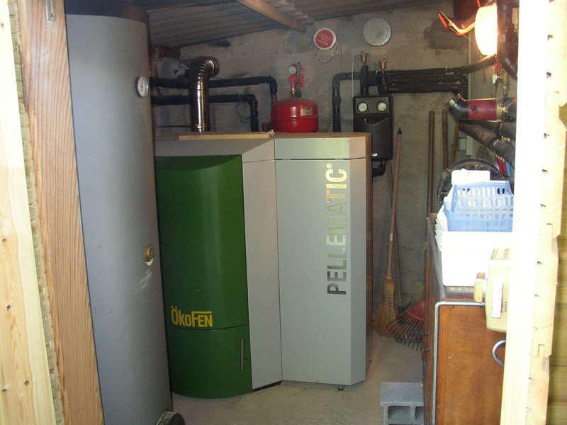 SAINT JEAN DE LUZ, février 2008. Dans cette rénovation compléte, nous avons installés une chaudière OKOFEN de 25 KW à condensation.