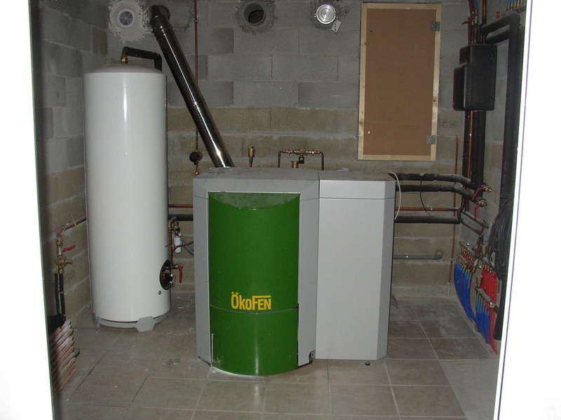 SAINT PEE SUR NIVELLE, quartier Serres. Février 2009. Dans cette maison neuve, nous avons installés une chaudière OKOFEN de 15 KW.