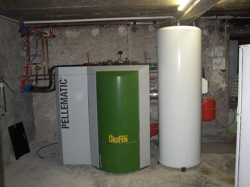 HENDAYE, octobre 2007. Notre 1er installation de chaudière OKOFEN dans cette rénovation avec un chauffe-eau solaire.