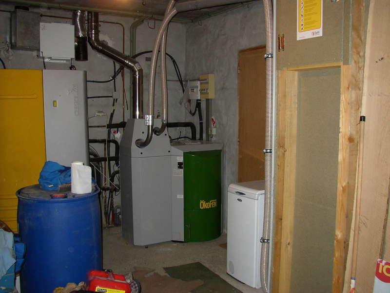 URRUGNE, quartier Socoa. Octobre 2012, nous avons remplacés la chaudière gaz  par une chaudière OKOFEN de 12 KW à condensation dans cette maison où nous avions déjà installés un combi solaire CLIPSOL.