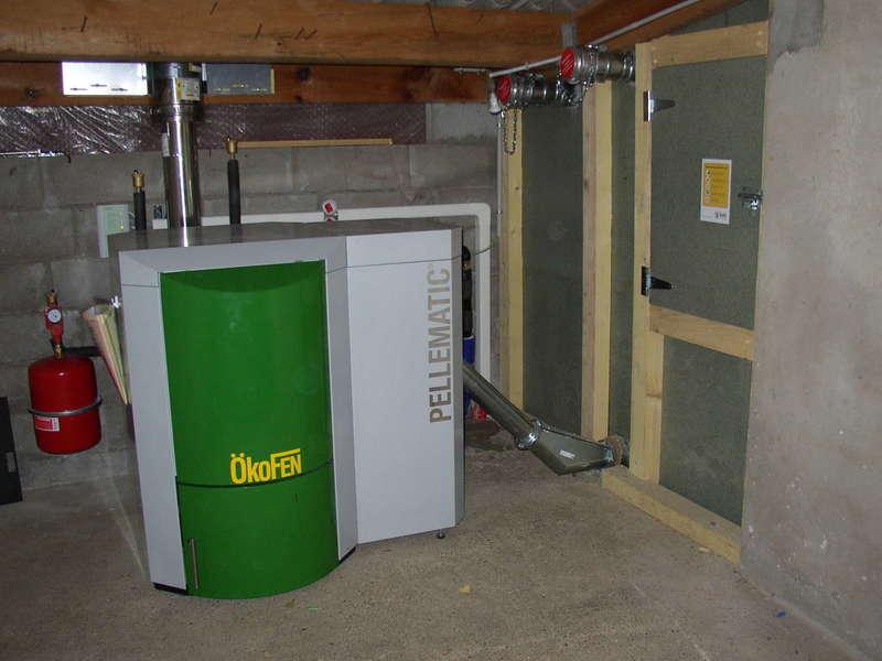LABENNE, décembre 2009. Remplacement de la chaudière fioul par une chaudière OKOFEN de 12 KW.