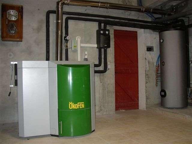 URRUGNE décembre 2009. A mon domicile, remplacement de la chaudière gaz par une chaudière OKOFEN DE 12 kw et un chauffe-eau solaire.