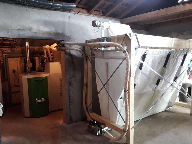 Juin 2019. Benesse Maremne 40230  Dépose de la vieille chaudière fioul et installation d'une chaudière OKOFEN de 20 KW avec un silo Flexilo Compact de 4,7 tonnes maxi.
