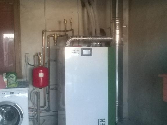 SOURAIDE, Janvier 2020. Dans cette maison de 150 m², nous avons remplacés la chaudière propane par une chaudière  à granulés de bois OKOFEN à condensation et à ventouse verticale.