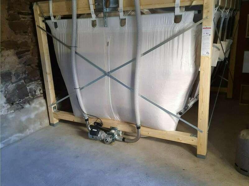 CAME (64520) Décembre 2020. Le silo textile pouvant contenir jusqu'à 8.5 tonnes de granulés.