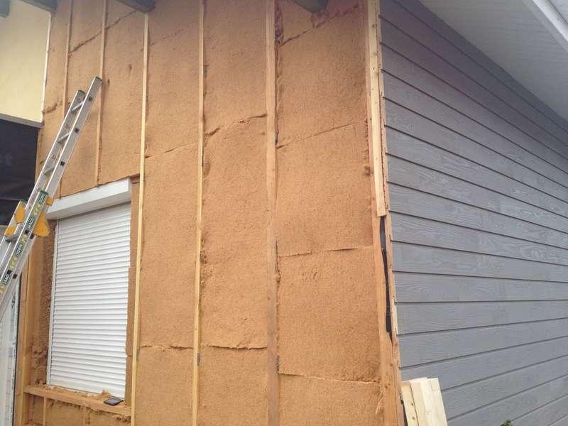 ITE des murs en laine de bois et bardage bois
