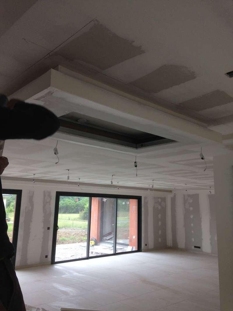 Faux plafond pour encastrer la hotte de cuisine avec cache lumière tout le tour
