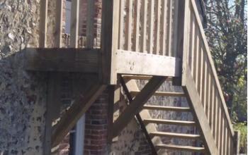 escalier extérieur sur consoles Pin auto-clavé auto-clavé classe IV menuiserie MIGUET EURE 27580 CHAISE DIEU DU THEIL