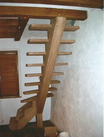 escalier à très faible encombrement menuiserie MIGUET EURE 27580 CHAISE DIEU DU THEIL