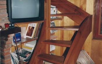 escalier à faible encombrement menuiserie MIGUET EURE 27580 CHAISE DIEU DU THEIL