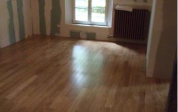 plancher chêne pré-verni usine avec chanfrein menuiserie MIGUET EURE 27580 CHAISE DIEU DU THEIL
