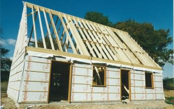 maison ossature bois avec pré-cadre de menuiserie et mur prêt à bardet menuiserie MIGUET EURE 27580 CHAISE DIEU DU THEIL