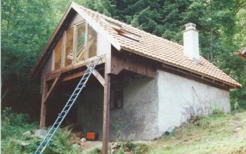 extension vitrée sur terrain en pente vue extérieure menuiserie MIGUET EURE 27580 CHAISE DIEU DU THEIL