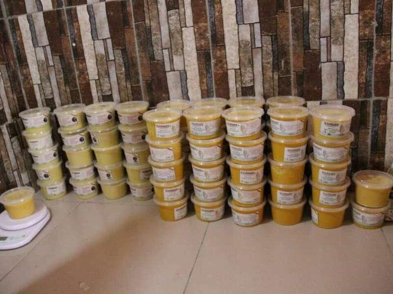 Transformation du beurre de karité au Bénin par un jeune entrepreneur.