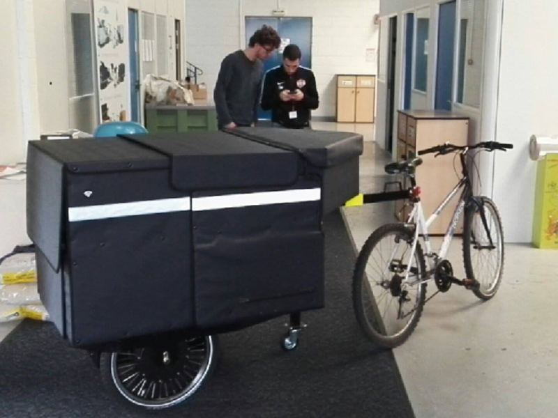 Et voilà le modèle postal V2, prêt à être montré à La Poste